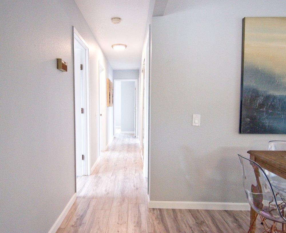 Hallway 000.jpg