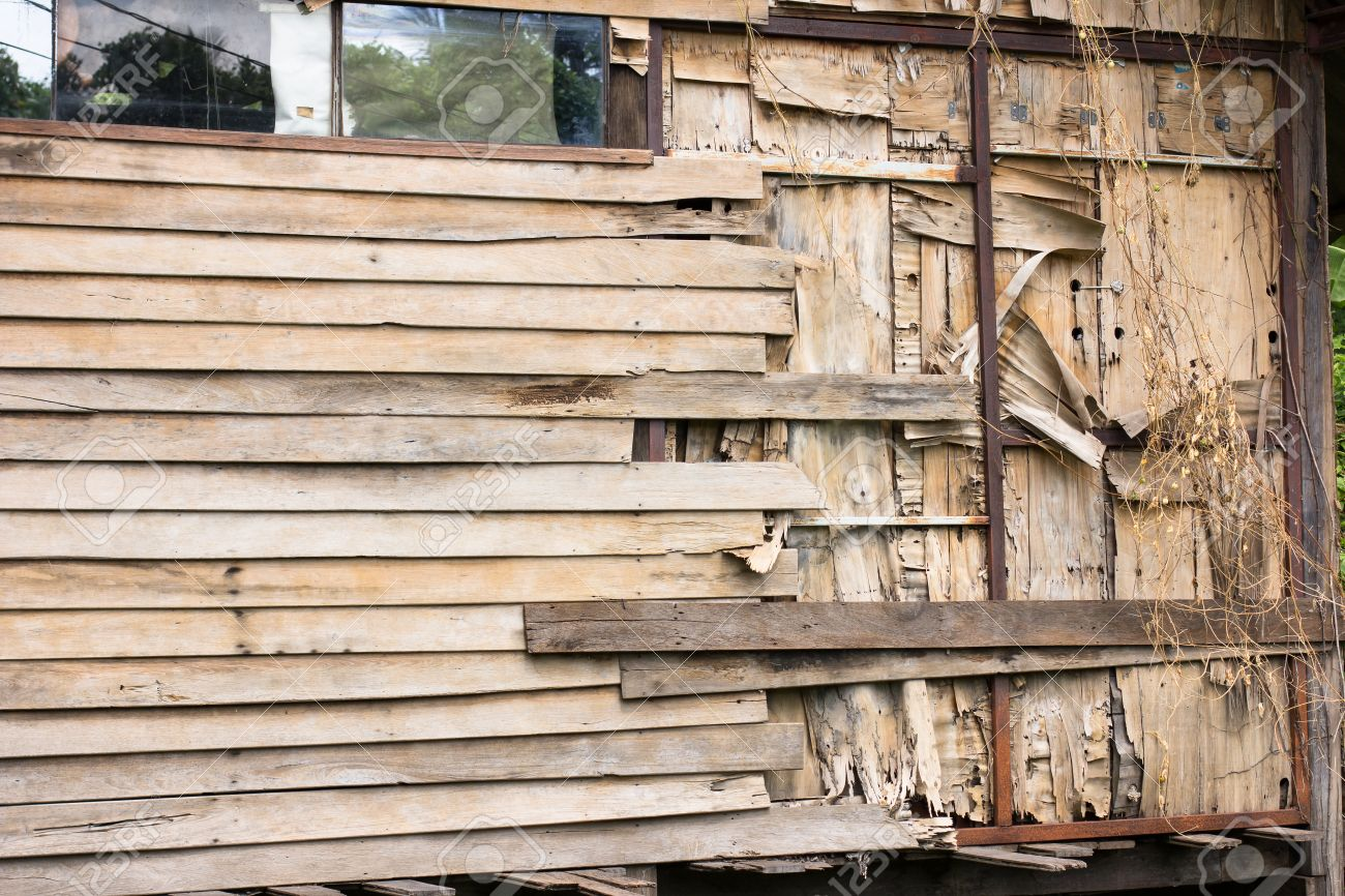 42213466-wooden-slat-wall-of-an-old-house-are-peeling-off-due-to-lack-of-care-and-maintenance-stock-photo