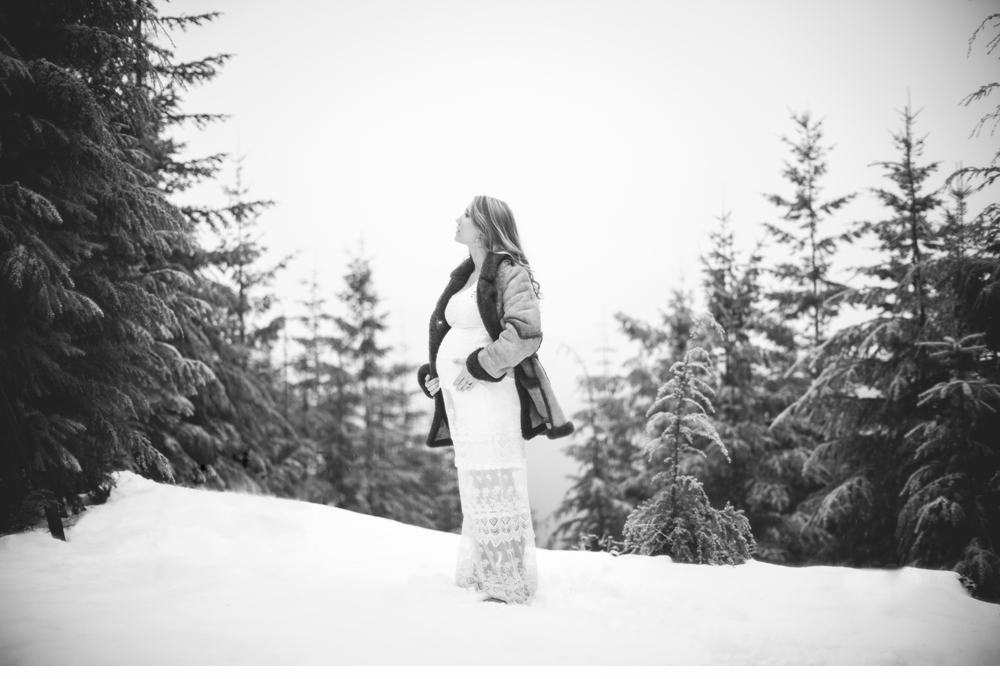 Seattle_ Adventure_Snow_Maternity_Photographer 1.jpg
