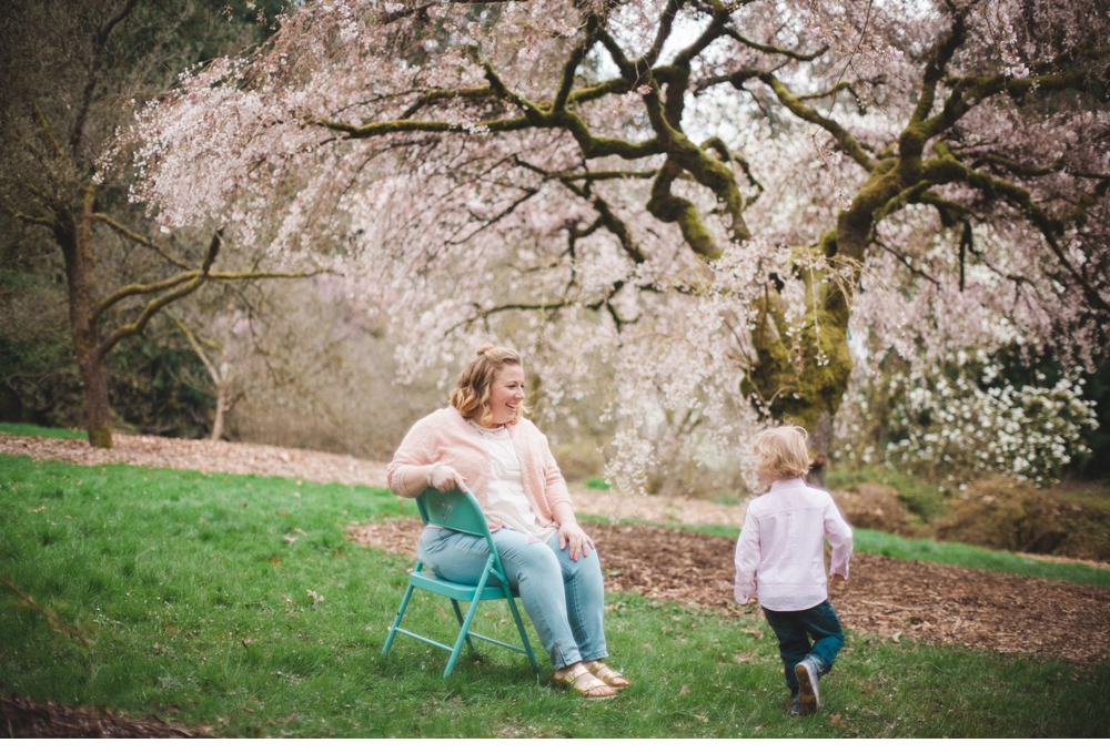 spring_Family_Lifestyle_Portrait_Session_Seattle_Arboretum_cherry_blossoms 12.jpg