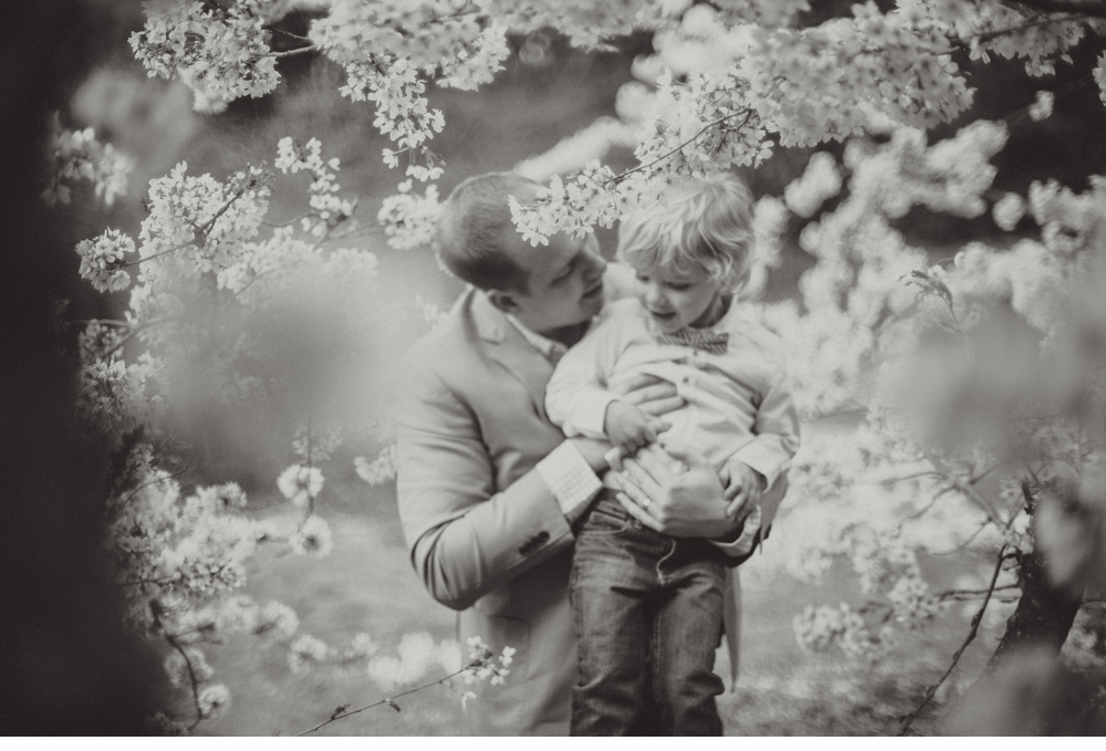 spring_Family_Lifestyle_Portrait_Session_Seattle_Arboretum_cherry_blossoms 39.jpg