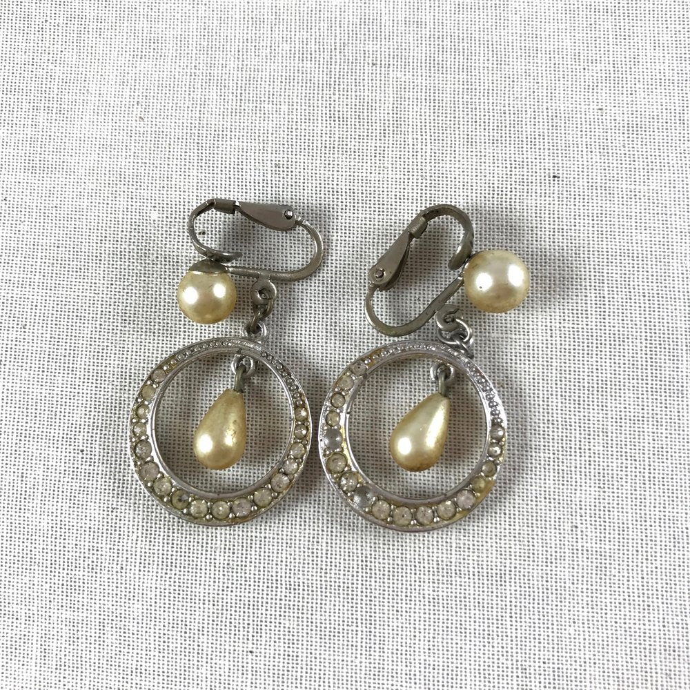 1940s rhinestone circle earrings with faux pearl accents