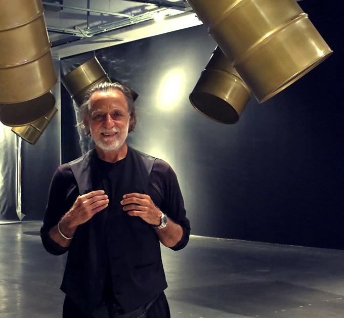 Rolando Peña in his Black Gold Exhibition. Photo: Rayma Suprani