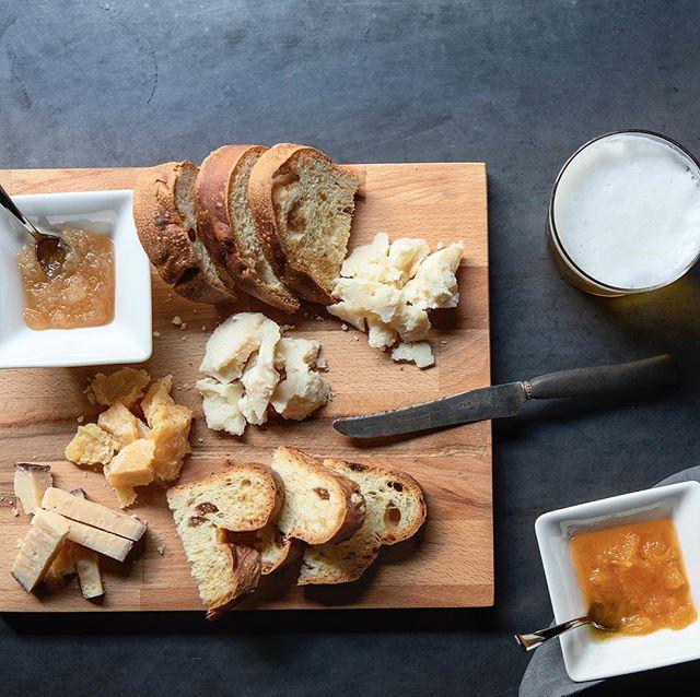 FORMAGGI Pan brioche  e marmellate abbinamento perfetto per la nostra selezione  di formaggi dei nostri alpeggi e della tradizione italiana • • • #reteodorico #verona #italy #formaggi #italian #restaurant #food #foodporn #foodphotography
