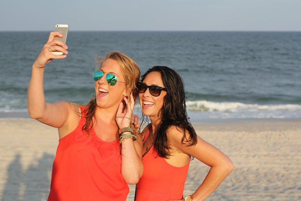 friends-selfie