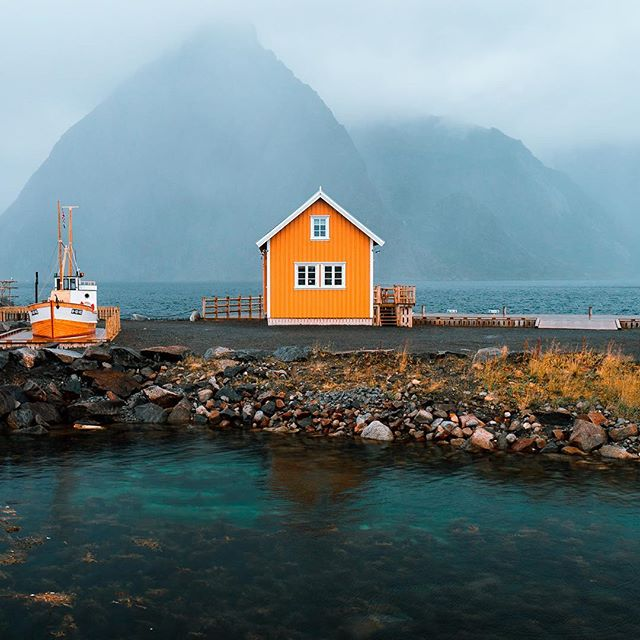 Couldn't believe those colors at this classic insta famous spot near the road 😍😍#lofoten #norway #visitnorway . . . . . #neverstopexploring #peoplescreative #stayandwander #iglifecz #vzcomood #awesomeearth #旅行 #igerscz #soft_vision #sonyalpha #beautifuldestinations #dnescestujem #ourplanetdaily #景色 #travelstoke #自然 #artofvisuals #liveoutdoors #wildernessculture #exploretocreate #modernoutdoors #moodygrams #ikoktejlcz #eclectic_shotz #forgeyourownpath #adventureculture  #earthpix @earthofficial @soft_vision @discoverglobe @earthfocus @earthoutdoors @awesome.earth @awesome_earthpix @moodygrams @stayandwander @exklusive_shot @agameoftones @discoverearth @wilderness_culture @beautifuldestinations @earthfocus @agameoftones @discoverglobe @roamtheplanet @awesomeearthpix @ourplanetdaily