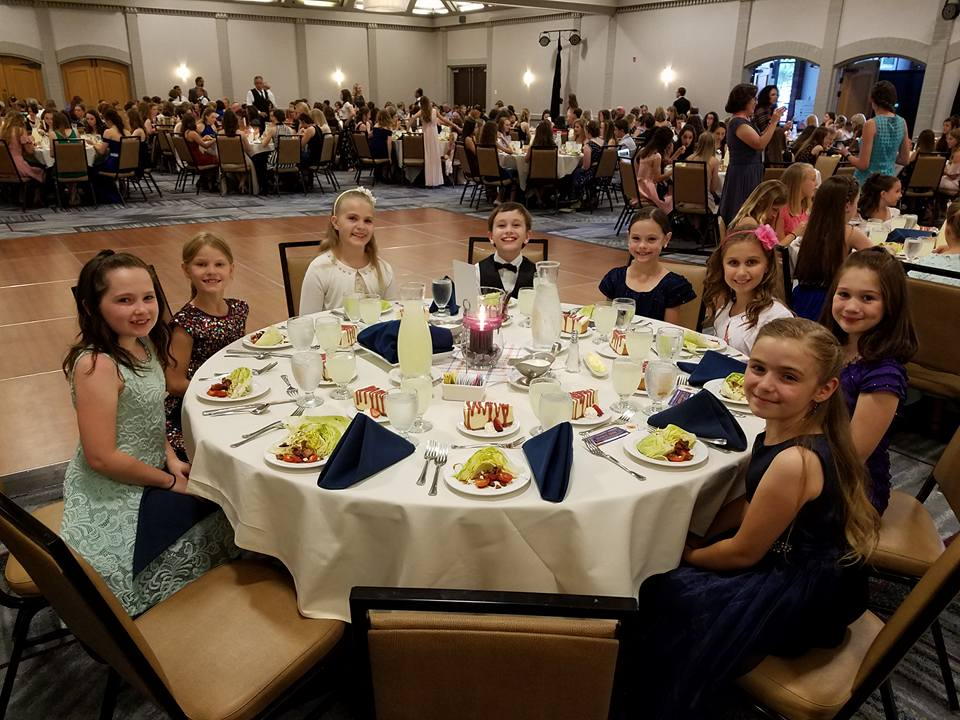 7&u9 banquet table.jpg