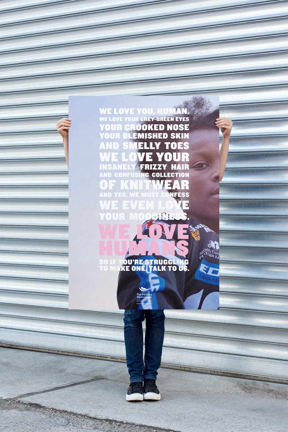 159_urban_poster_holding_mockup@0,5x.png
