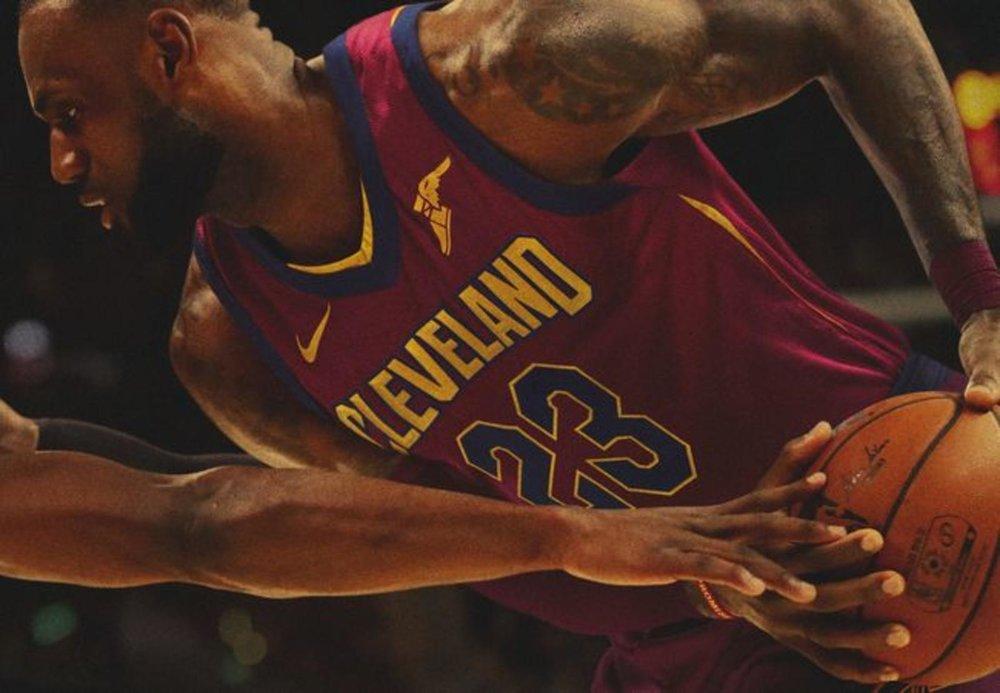 HO17_BB_NBA_Play_LJames_7030_native_1600.jpg