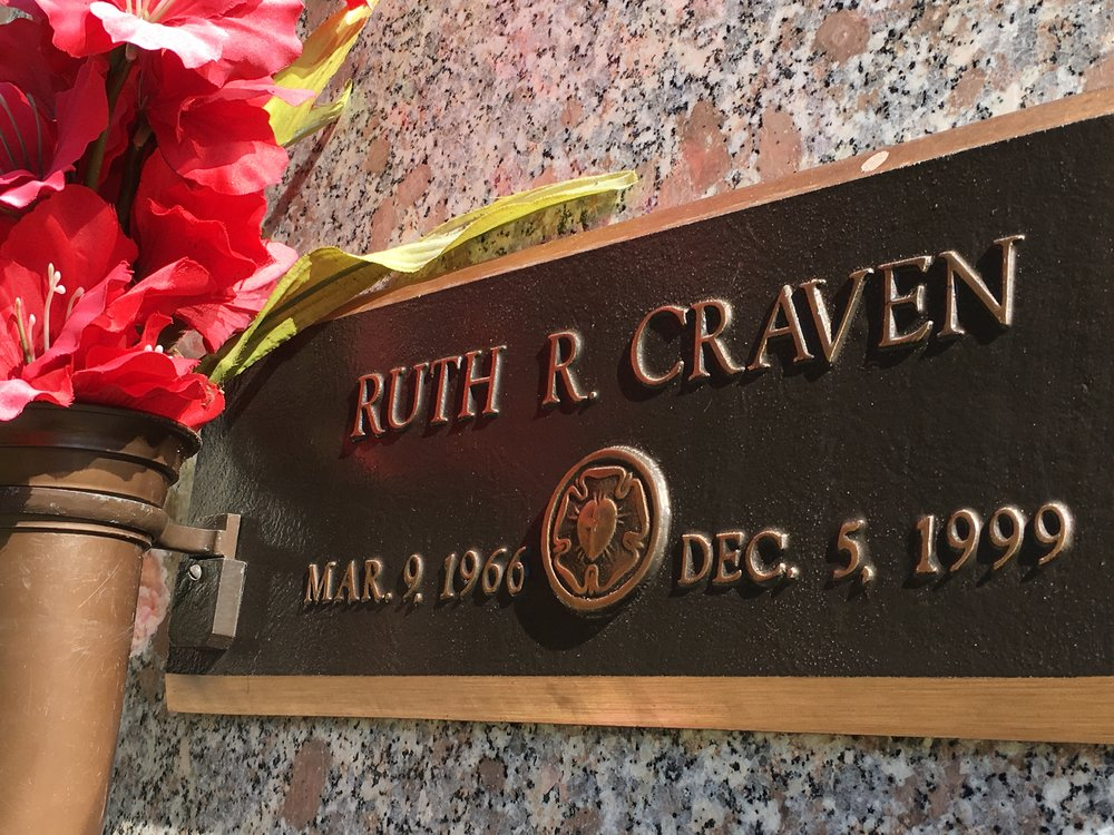 Ruth Rhoden Craven's tomb in Mount Pleasant, S.C.