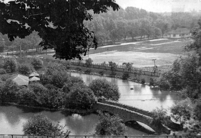 Riverdale Park's waterfowl pond, 1925