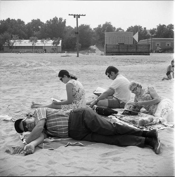 Wilmette (Family on Beach)