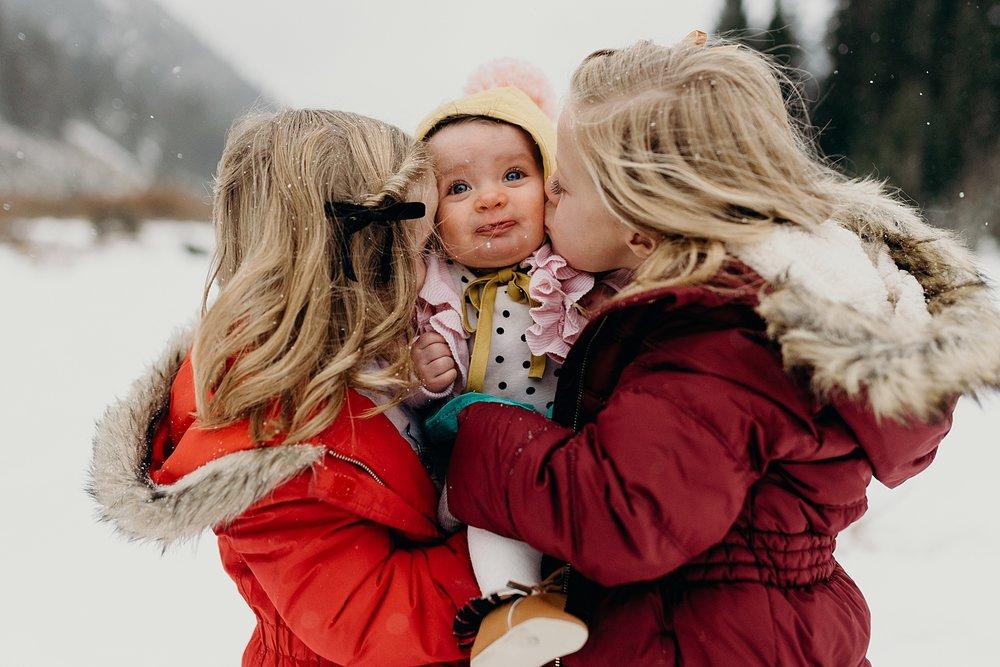 MacFarlane Snowy Winter Family Session_0009.jpg