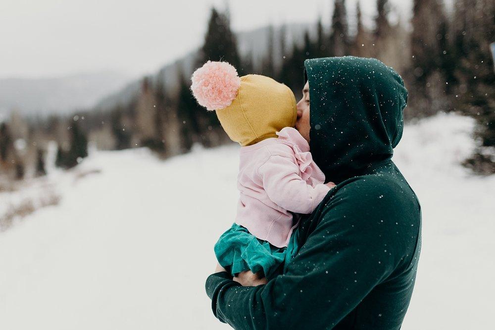 MacFarlane Snowy Winter Family Session_0010.jpg