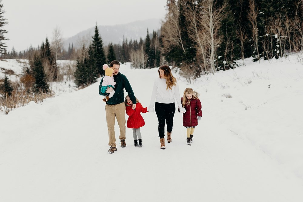 MacFarlane Snowy Winter Family Session_0015.jpg