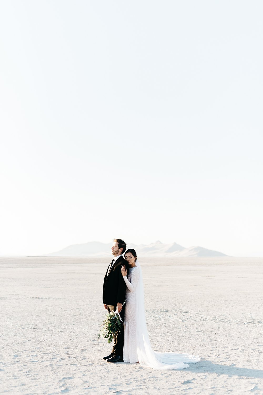 Zandra Barriga Photo - Cassie and Tristan Great Salt Lake Bridas_0004.jpg