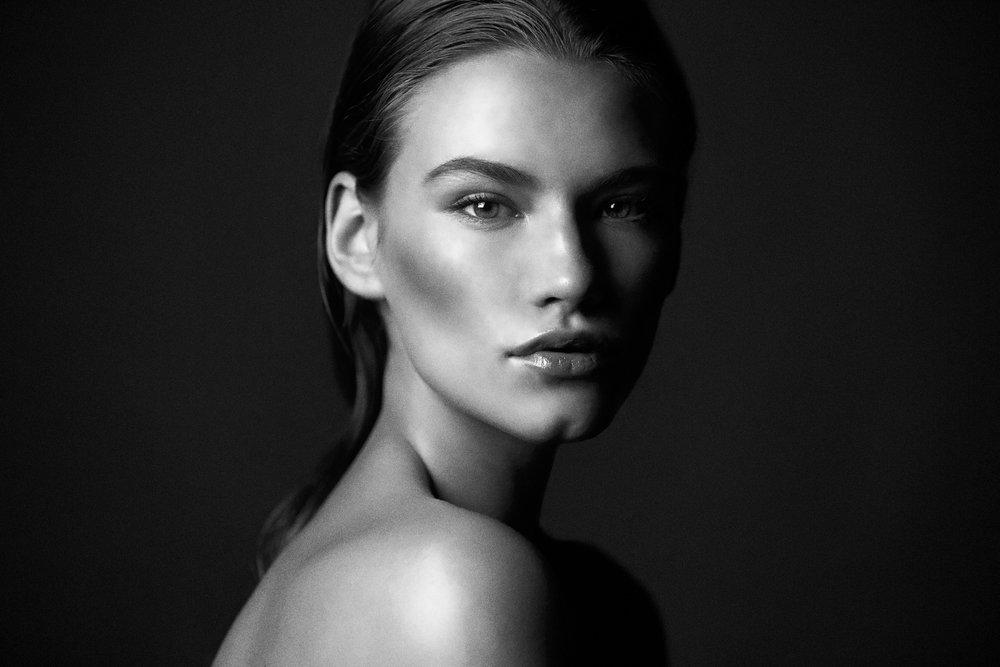 Jenna-G-beauty-shoot3821-bw.jpg