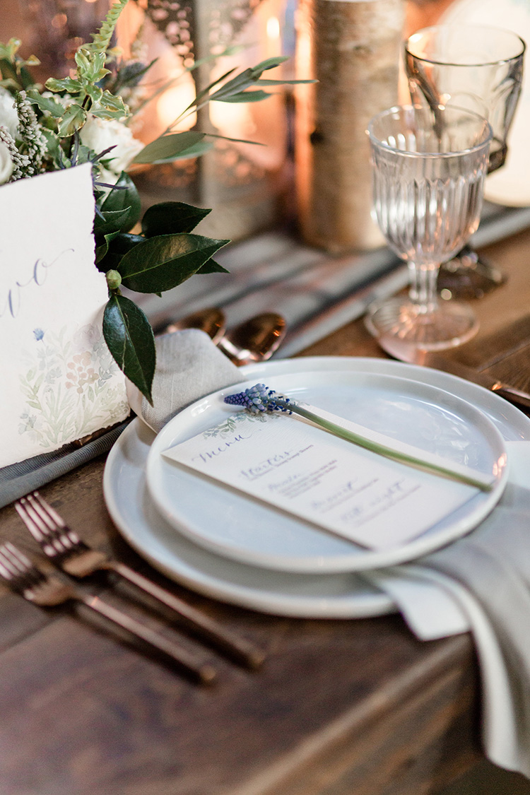 wedding table decor, day-of stationery details with calligraphy
