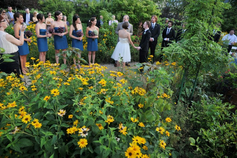 17  Garfield Park Conservatory Wedding Sweetchic Peter Coombs ceremony in the round monet garden