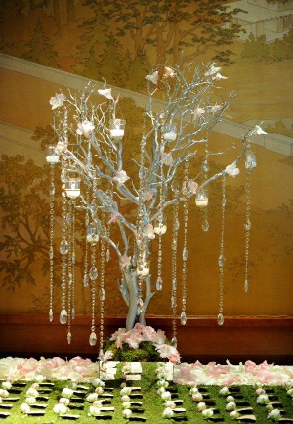 12 Erica Rose Photography Vale of Enna Sweetchic manzanita hanging crystals escort card display