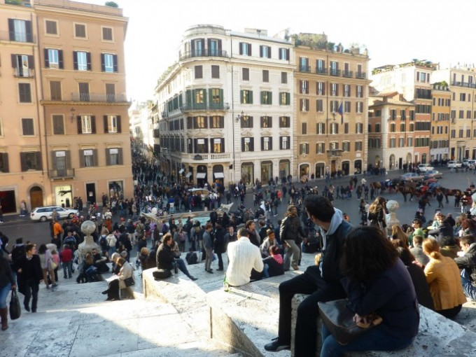 28 Rome people watching from Spanish Steps
