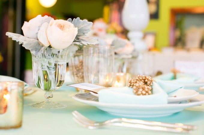 Mint and Peach Tablescape with Gold Accents. Peach Peony and Dusty Miller. Sweetchic Events. Flor Del Monte. Hinojosa Photography. I Do Event.