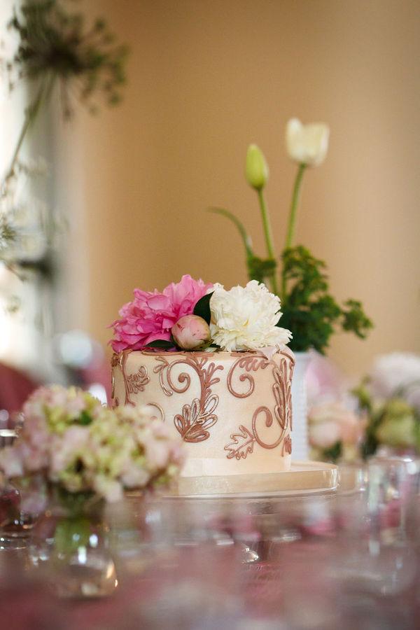 wedding cake centerpieces - Genevieve Nisly  via  Style Me Pretty