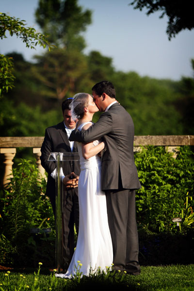 10. Chicago Botanic Garden Wedding. Life on Prints. Sweetchic Events. Ceremony in the English Garden. The Kiss.