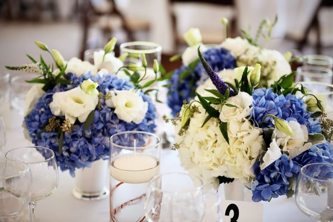 22. Chicago Botanic Garden Wedding. Life on Prints. Sweetchic Events. Exquisite Designs. Low Centerpiece arrangement with blue and white hydrangea with sumberged willow
