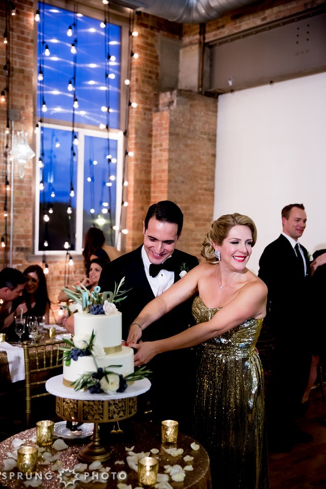 26. Art Deco Wedding. Kitchen Chicago. Victoria Sprung Photography. Sweetchic Events. Gold Sequin Dress. Reception Dress. Cake Cutting.