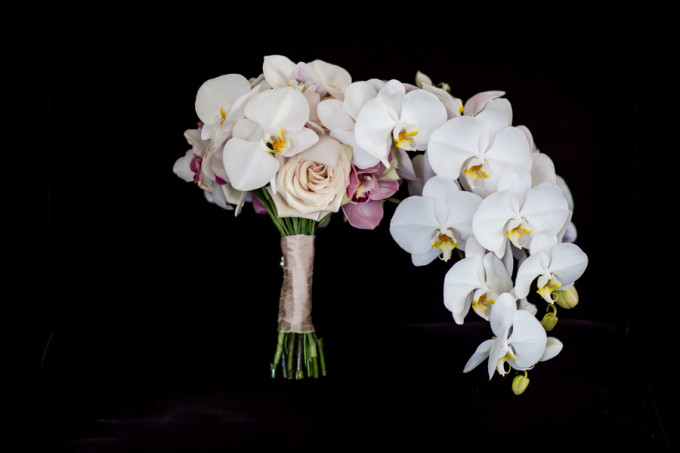 4. Langham Chicago Wedding. Steve Koo Photography. Sweetchic Events. Revel Decor. Cascading Orchid Bouquet.