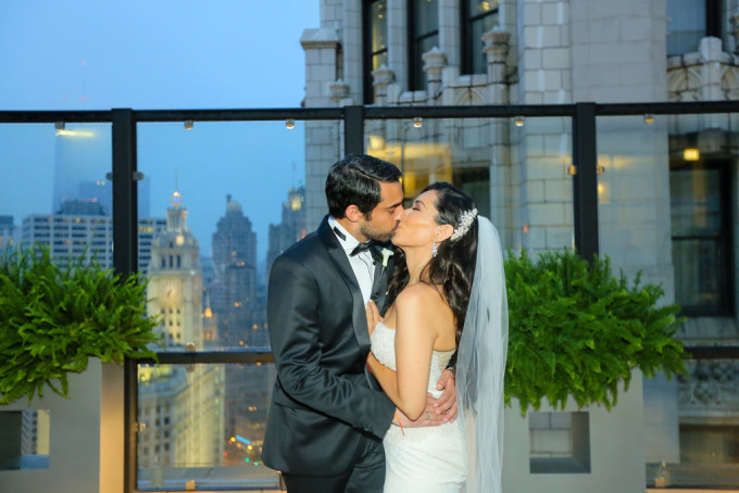 15. Wyndham Grand Wedding. Hinojosa Photogarphy. Sweetchic Events. Chicago Architecture. Terrae. Rain.