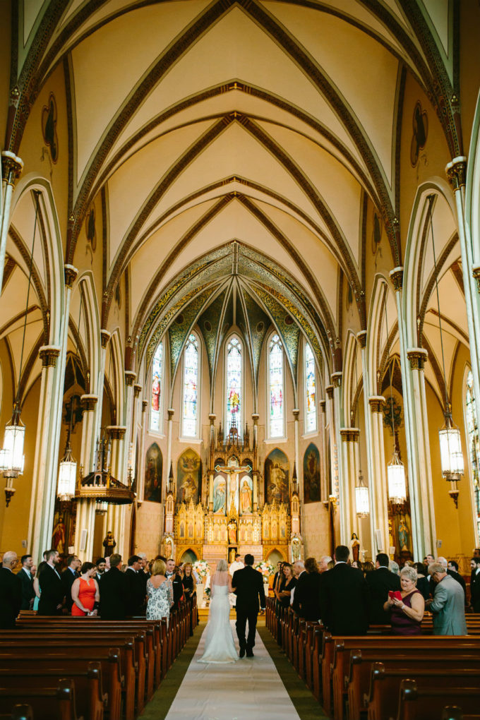 10-blackstone-chicago-wedding-pen-carlson-sweetchic-events-bride-and-father-aisle-ceremony-church