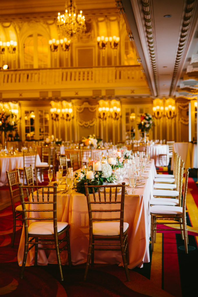 33-blackstone-chicago-wedding-pen-carlson-sweetchic-events-vale-of-enna-head-table-garland-candles-peonies-greenry-blush-gold