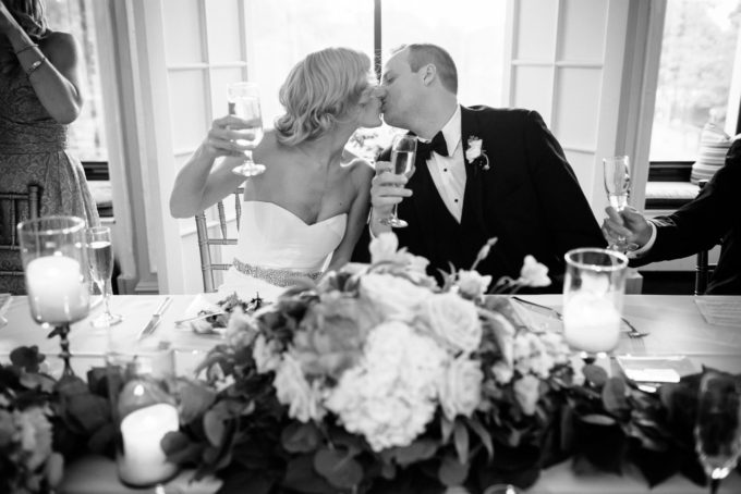 40-blackstone-chicago-wedding-pen-carlson-sweetchic-events-bride-and-groom-toast-kiss-garland-head-table-black-and-white