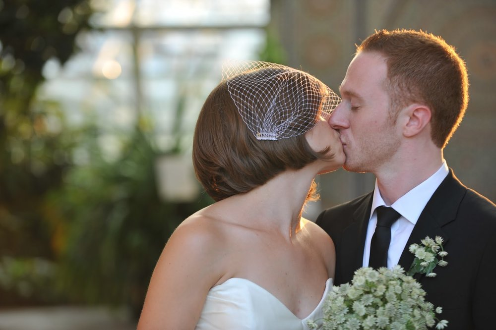 23  Garfield Park Conservatory Wedding Sweetchic Peter Coombs kiss
