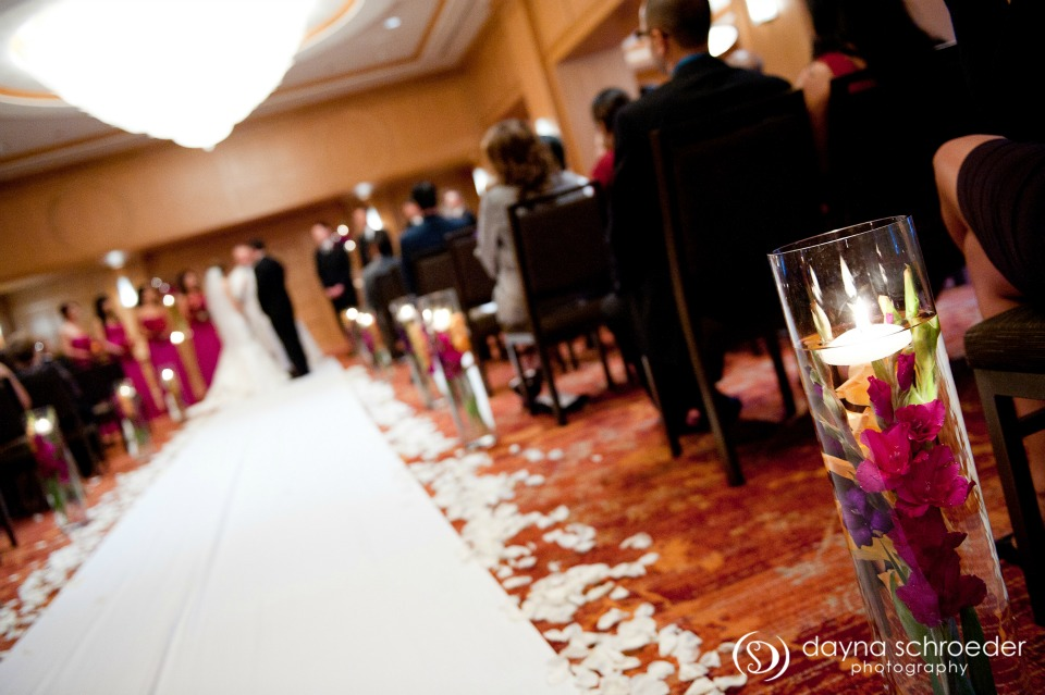 24 Westin River North chicago wedding sweetchic events dayna schroeder ceremony submerged gladiolas