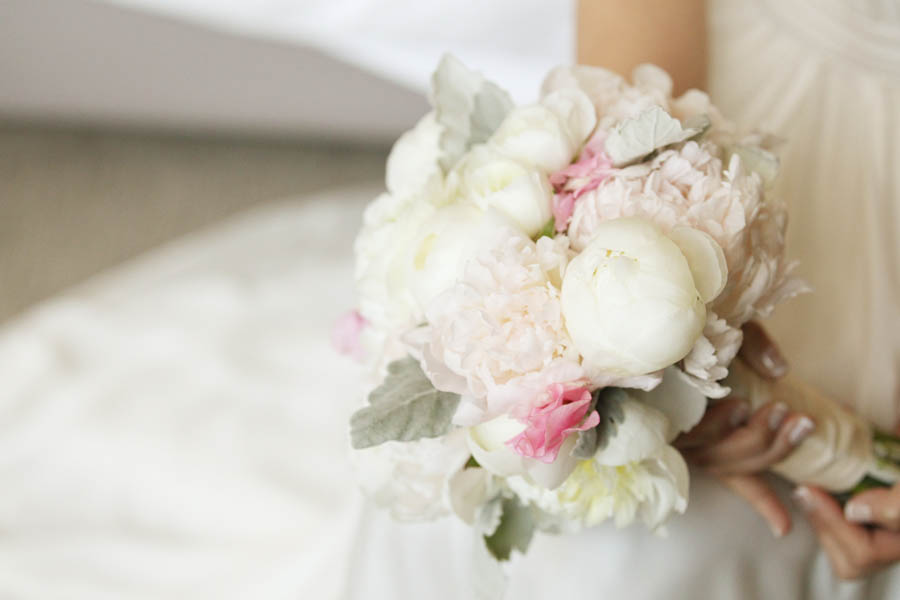4. Leslie.James.RookeryWedding. Kenny Kim Photography. Sweetchic Events. Fleur. White Pink Peony Bouquet.
