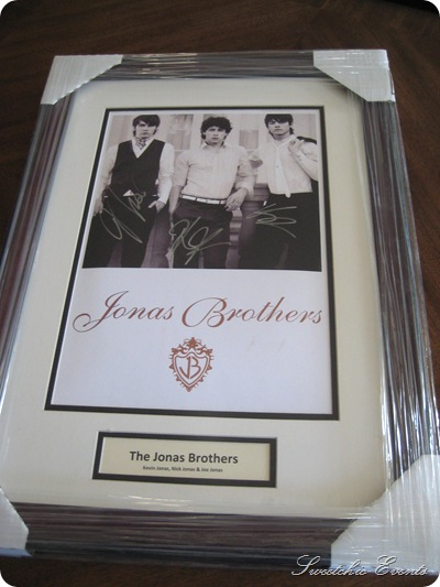Jonas Brothers autotgraphed pic