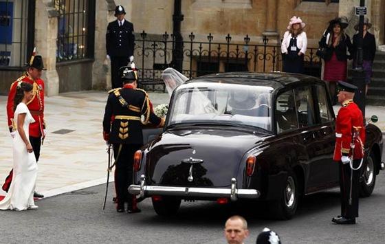 Kate Royal Wedding Rolls Royce Phantom Arrival Car Source