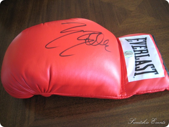 Sylvester Stallone autoghed boxing glove