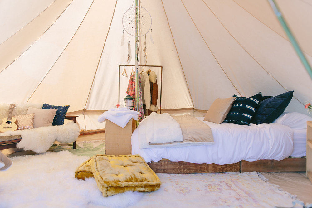 The Wild Air Suite - Designed for all you lovebirds, kindred sprits and pals looking to sleep in the lap of luxury, soak up the the sun, marvel at the stars, and drink the wild air!