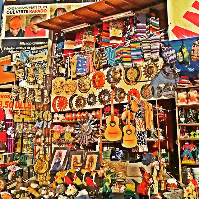 So just in case you haven't bought enough trinkets in town, you have plenty of opportunities to stock up during the long wait to get through the border. #ensenada #mexico #tourists #trinkets #bordercrossing