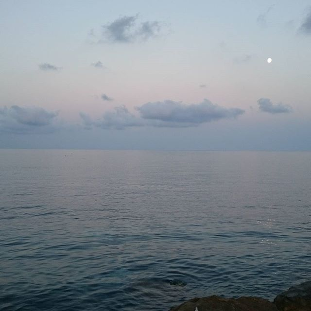 A couple of days at the seaside in beautiful Liguria (with a full moon), before going on a silent retreat for two weeks.  Mind like sky, thougths like clouds that come and go...moment by moment.