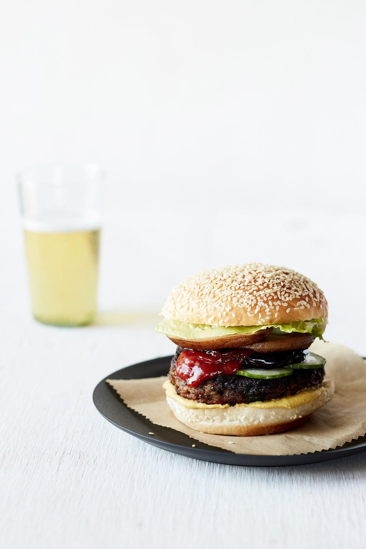 2016_veganbible__veggie_burger_032_r_web.jpg