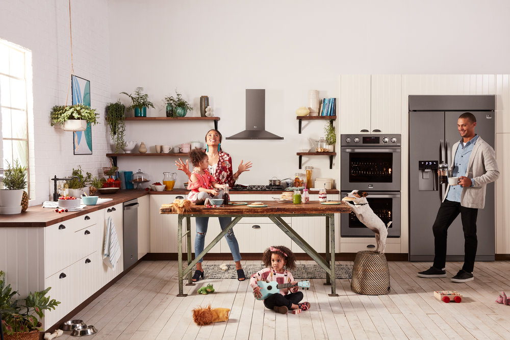 LG-STUDIO_CAMPAIGN_Built_in_BSTS_Hectic_Family_2860_G_web.jpg
