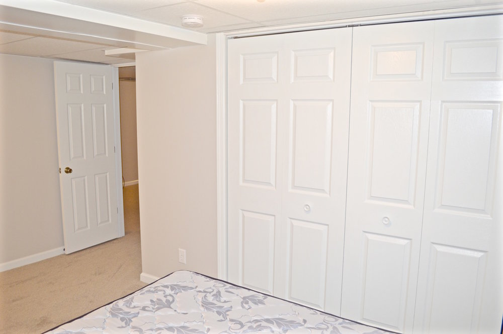basement-bedroom-closet.jpg