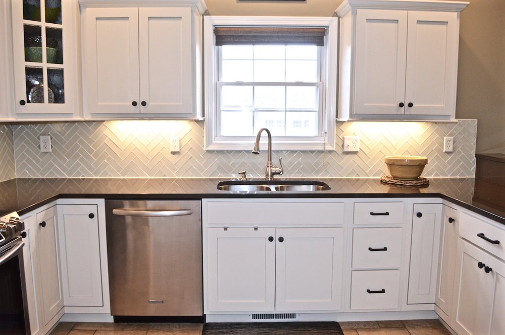 white-kitchen-subway-tile.jpg