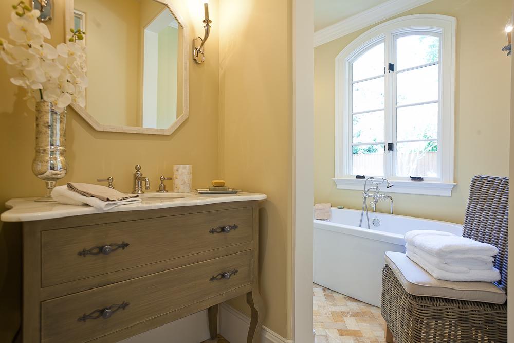 18A.Downstairs guest bath.jpg