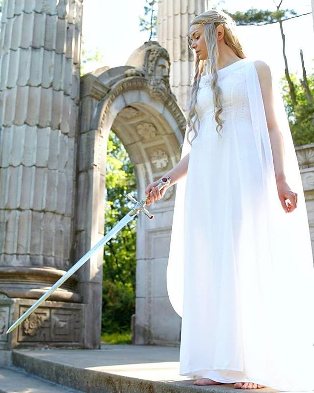 Oldie but a goodie. I just love this picture ❤ Galadriel wielding the sword of Gryffindor! Why? Because crossover fanfiction can be real if you let it 🤣 | 👗 @ari.sera | 📸 @onlywalt | #galadriel #lotrcosplay #lordoftherings #lordoftheringscosplay #hobbit #hobbitcosplay #lotr #elfcosplay #costuming #film #harrypotter #harrypottercosplay #cosplay #gryffindor #sewistsofinstagram #sewing #tolkien #jkrowling